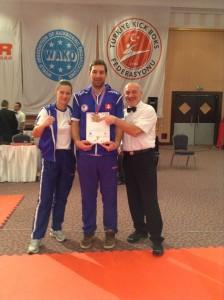 Zľava - Katarína Vilhanová, Jaroslav Paľa 3. miesto kick-light, Marek Melko - tréner a medzinárodný rozhodca